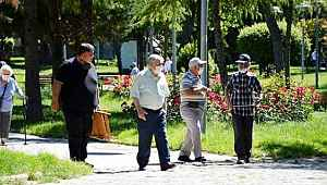 Sokağa çıkma yasağı olan 65 yaş üstüne Bakan Koca müjdeyi verdi