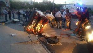 Takla atan otomobil sürücüsü güçlükle çıkartıldı