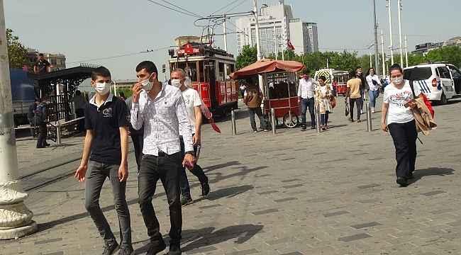 Taksim'de vatandaşlar sosyal mesafe ve maske kuralına uymadı