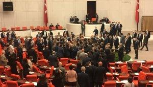 TBMM Genel Kurulu'nda milletvekilleri yumruk yumruğa birbirine girdi