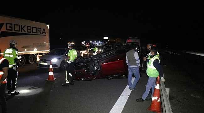 Bariyerlere çarpan otomobil takla attı: 5 kişi yaralandı