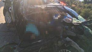 TEM'de otomobil tıra çarptı: 3 ölü, 1 kişi yaralandı