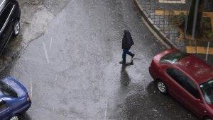 Trabzon'a fındık büyüklüğünde dolu yağdı