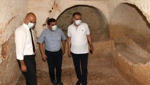 Vali Çuhadar, Perre Antik kentini inceledi