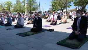 Vali Dağlı, Cuma namazını Akçakoca'da kıldı