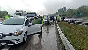 Yağmur nedeniyle yol kayganlaştı, 25 araç birbirine girdi