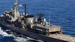 Yunan güçleri, Türk kargo gemisini durdurmaya çalıştı... Geçilen anons sonrası korkup geri adım attı
