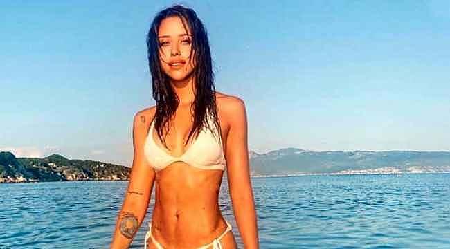 Zeynep Alkan, bikinisiyle kayalıklara uzanıp poz verdi