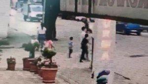 5 yaşındaki çocuk minibüsün altında böyle kaldı - Bursa Haberleri
