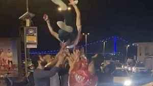 Akıllanmıyoruz... Sağlık Bakanı Koca'nın açıklamasına rağmen İstanbul'da dehşete düşüren görüntüler