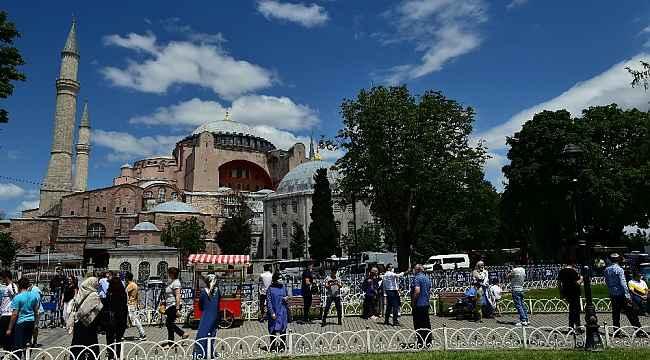 Anadolu akın akın Ayasofya'ya koşuyor