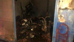 Ankara'da motosiklet tamircisinde çıkan yangında 2 dükkan kül oldu