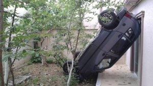 Bahçeye çıktı şaha kalkmış otomobili görünce şok geçirdi - Bursa Haberleri