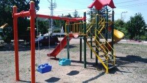 Bahşılı Belediyesi parklardaki oyun grupları yenileniyor