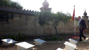 Bakan Akar, Malta'daki Türk Şehitliği'ni ziyaret etti