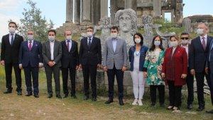 Bakan Kurum, Aizanoi Antik Kenti'nde incelemelerde bulundu
