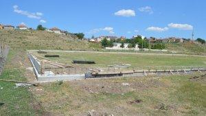 Beylikova'da sentetik çim saha yapım işleri başladı