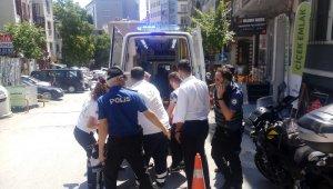 Beyoğlu'nda bira şişesiyle kavga: 1'i ağır 2 yaralı