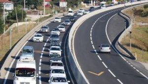 Yola çıkacaklar dikkat! Bu yönde bayram trafiği yoğun...