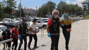 Bolu'da 520 gram esrarla yakalanan 3 kişi adliyeye sevk edildi