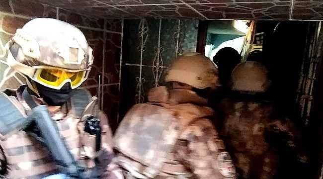Bursa'da FETÖ'nün 'Gaybubet Evleri'ne operasyon: Eski Daire Başkanı ve 14 kişi gözaltına alındı - Bursa Haberleri