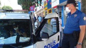 Bursa'da polisler hem ceza kesti hem de maske verdi - Bursa Haberleri