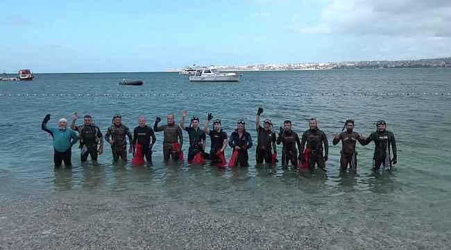 Büyükçekmece'de 25 balık adamla deniz temizliği