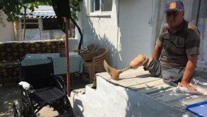 Büyükşehir, engelli adamın akülü sandalye talebini karşıladı