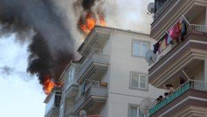 Çatıyı onarırken çıkarken yangın, paniğe neden oldu