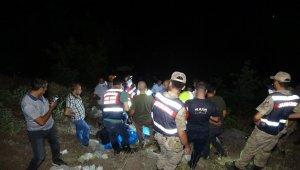 Cenaze dönüşü araç uçuruma yuvarlandı, 3 kardeş öldü