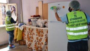 Diyarbakır'da Kurban Bayramı öncesi yaşlı vatandaşların evleri temizleniyor
