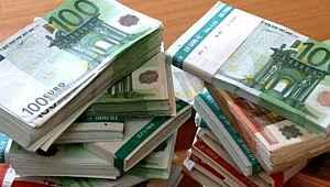 Dolar yatay seyirde, euro rekordan sonra düştü