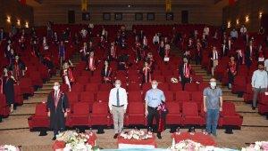 DÜ'de sosyal mesafeli mezuniyet töreni