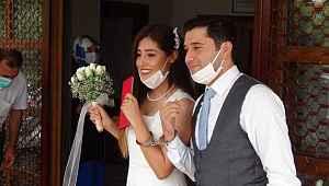 Düğün hediyesi olarak kelepçe taktı - Bursa Haberleri