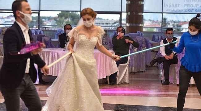 Düğünde koronavirüs şoku! Davetlilerden 19 kişinin testi pozitif çıktı