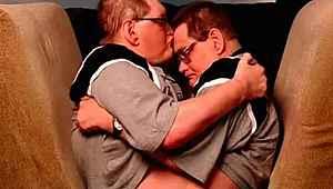 Dünyanın en yaşlı yapışık ikizleri hayatını kaybetti