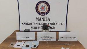 Durdurulan araçta çok sayıda uyuşturucu ele geçirildi