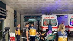 Düzce'de kontrolden çıkan araç kaldırımdaki anne ve çocuklarına çarptı: 2'si ağır 5 yaralı