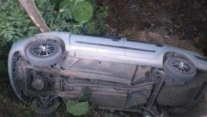 Düzce'de otomobil şarampole uçtu: 4 yaralı