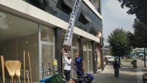 Düzce'de Zabıta ekipleri reklam bayraklarını topladı