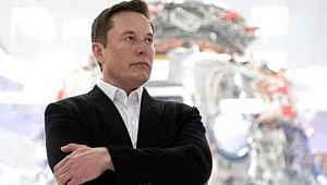Elon Musk'ın 480 TL'ye sattığı şortlar kısa sürede tükendi