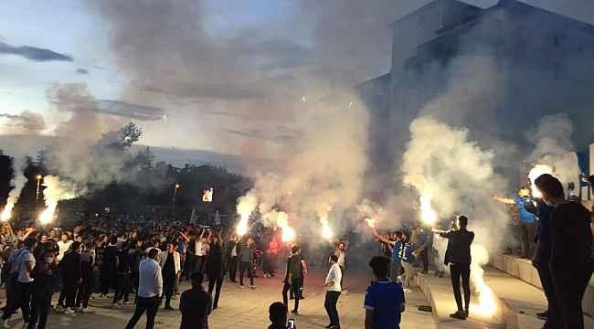 Erzurum'da binlerce kişi sokağa döküldü