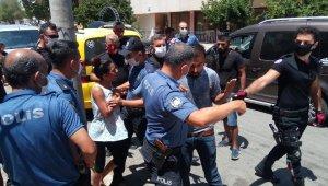 Eşi gözaltına alınan kadın, polislere zor anlar yaşattı