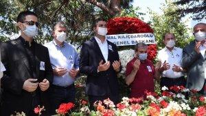 Eski bakan Mehmet Moğultay, mezarı başında anıldı