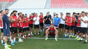 FT Antalyaspor'da Teknik Direktör Tamer Tuna'ya doğum günü sürprizi