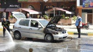 Gaziantep'te seyir halindeki araç alev aldı