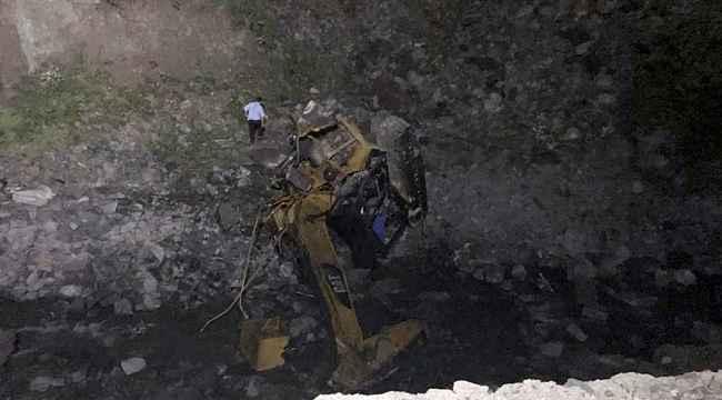 Son dakika: Gümüşhane'de yol çalışması yapan ekibin üzerine heyelan düştü: 2 ölü