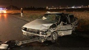 Hafif ticari araçla otomobil kafa kafaya çarpıştı: 2'si ağır 5 yaralı
