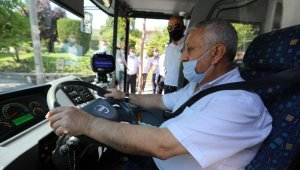 Halk otobüsünün kullanan belediye başkanı pandemi kurallarını denetledi