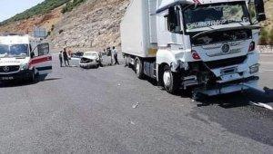 Hatay'da tır ile otomobil çarpıştı: 4 yaralı